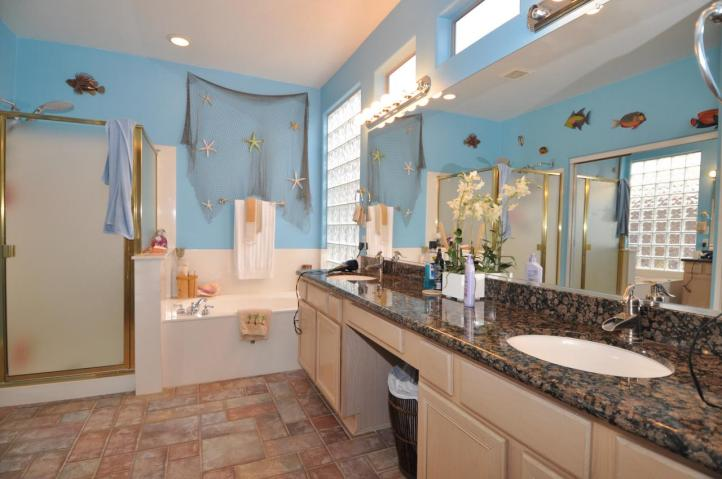 Beautiful And Elegant Sea Themed Bathroom