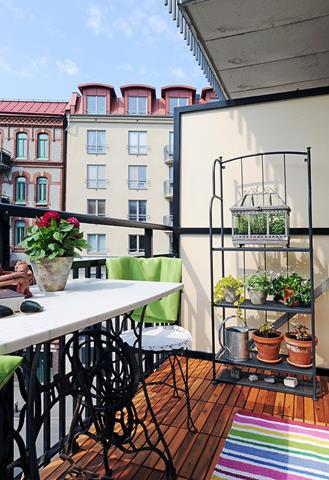 Creating Perfect Angle with Some Audacious Balcony Ideas ... on Apartment Backyard Patio Ideas id=81760