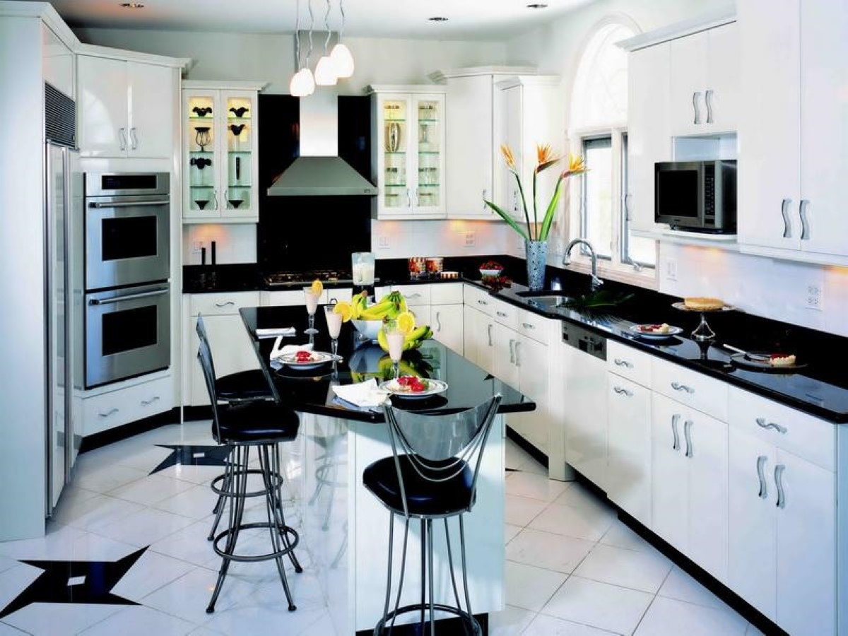 Black And White Kitchen Decor To Feed Exclusive And Modern