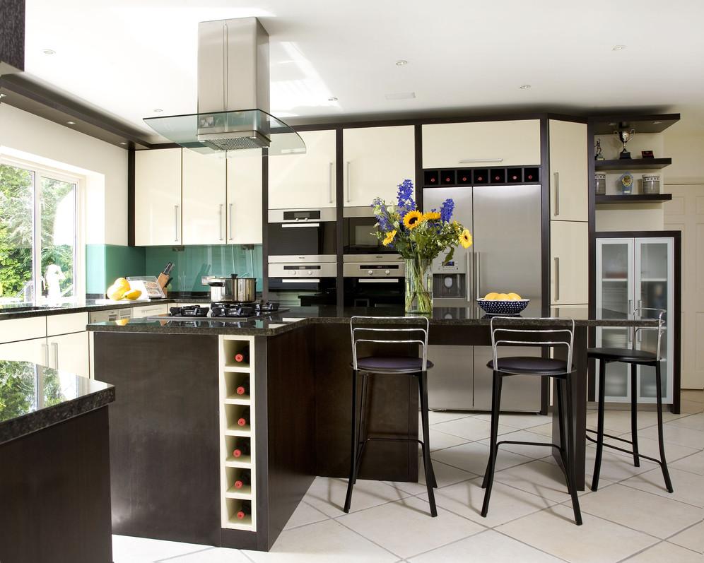 L Shaped Peninsula Kitchen