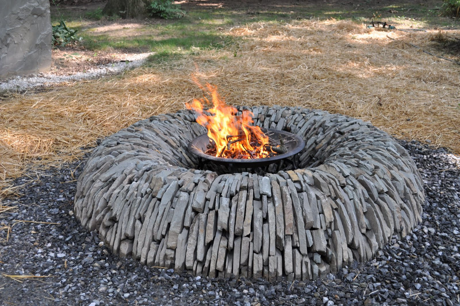 Unique Fire Pits for Any Outdoor Areas - HomesFeed on Outdoor Fire Pit Ideas id=82218