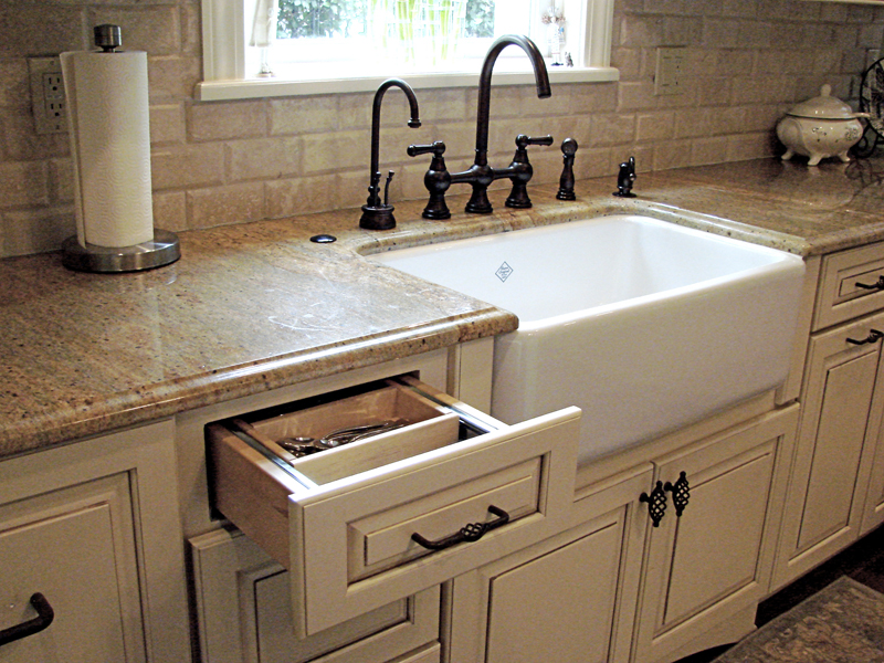 farmhouse sink options for kitchen homesfeed on kitchens with farmhouse sinks id=14751