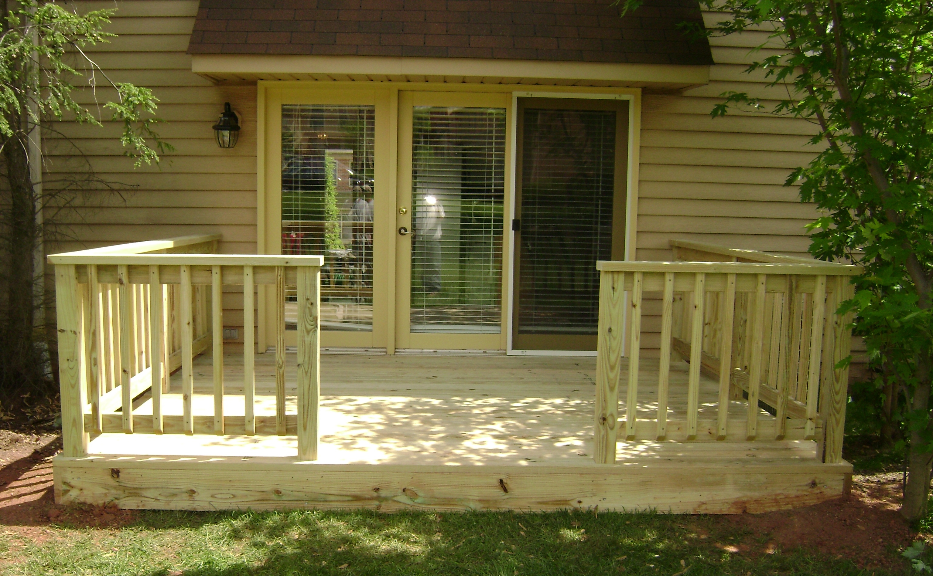 Awesome Home Deck Designs - HomesFeed on Small Back Deck Decorating Ideas id=40927