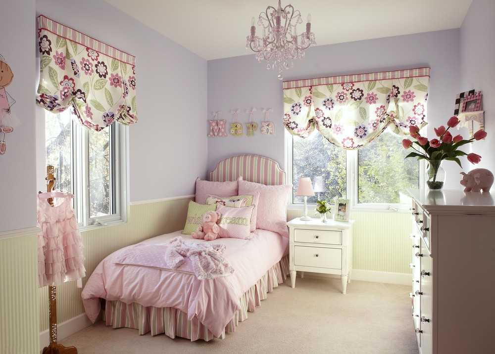Pretty Pink Chandelier For Girls Room - HomesFeed on Girls Room Decoration  id=19202