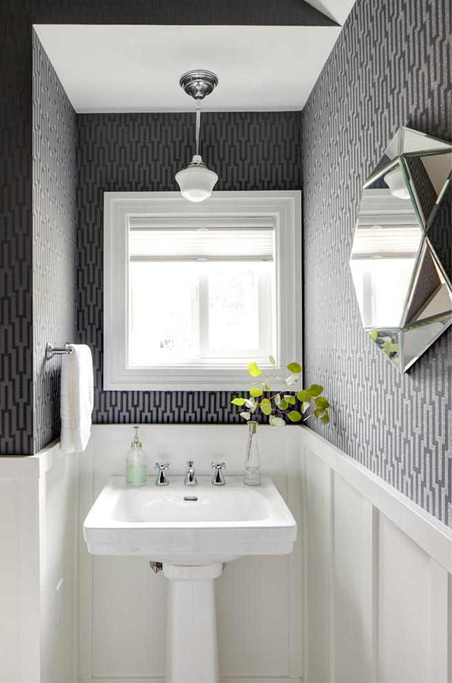 Tens of Color Ideas for Small Bathrooms | HomesFeed on Bathroom Apartment Ideas  id=58927