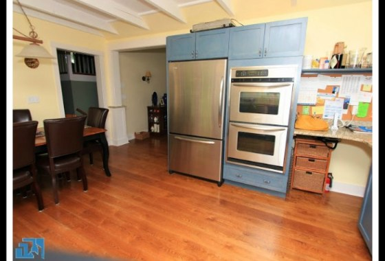 wooden floor of the kitchen give a cool ambiance in this Brookfield CT home for sale.