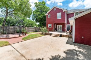 BAYLOR HOME FOR SALE BY MAGNOLIA