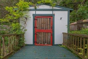 MAGNOLIA HOME FOR SALE | GARDEN, POND, WORKSHOP, GREENHOUSE