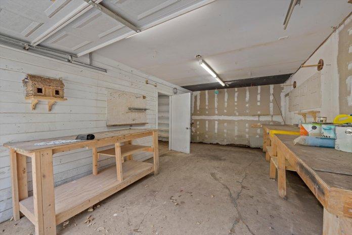 MAGNOLIA HOME FOR SALE   GARDEN, POND, WORKSHOP, GREENHOUSE