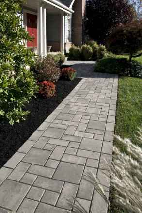 Affordable front yard walkway landscaping ideas (21)