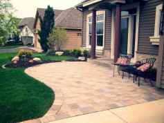 Affordable front yard walkway landscaping ideas (27)