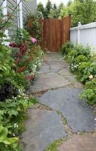 Affordable front yard walkway landscaping ideas (32)