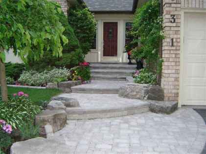 Affordable front yard walkway landscaping ideas (60)