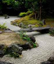 Beautiful front yard rock garden landscaping ideas (58)