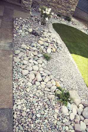 Beautiful front yard rock garden landscaping ideas (86)