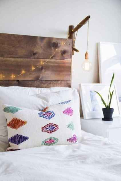 Beautiful and elegance chic bohemian bedroom decor ideas (12)