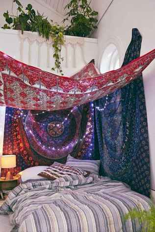 Beautiful and elegance chic bohemian bedroom decor ideas (44)