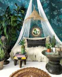 Beautiful and elegance chic bohemian bedroom decor ideas (49)