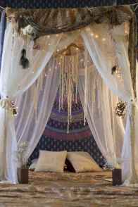 Beautiful and elegance chic bohemian bedroom decor ideas (6)