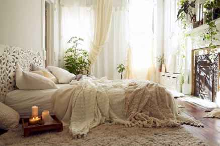 Beautiful and elegance chic bohemian bedroom decor ideas (81)