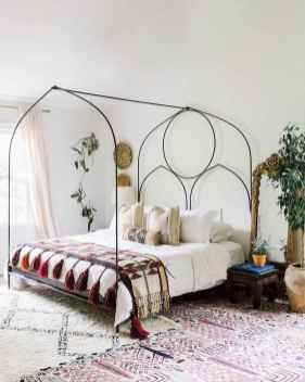 Beautiful and elegance chic bohemian bedroom decor ideas (84)