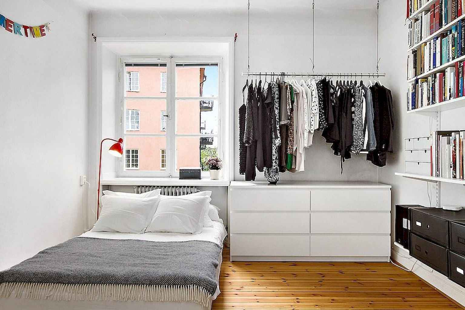 Cool small apartment decorating ideas on a budget (27)