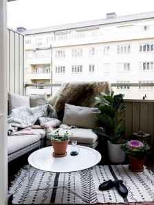Cozy small apartment balcony decorating ideas (16)