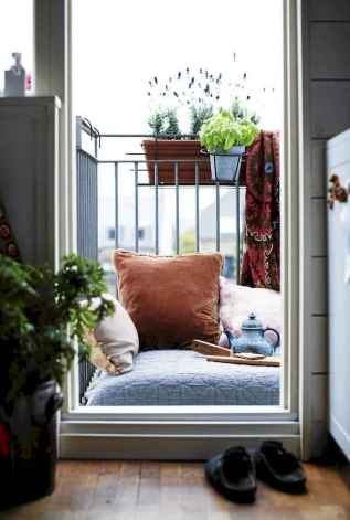 Cozy small apartment balcony decorating ideas (36)