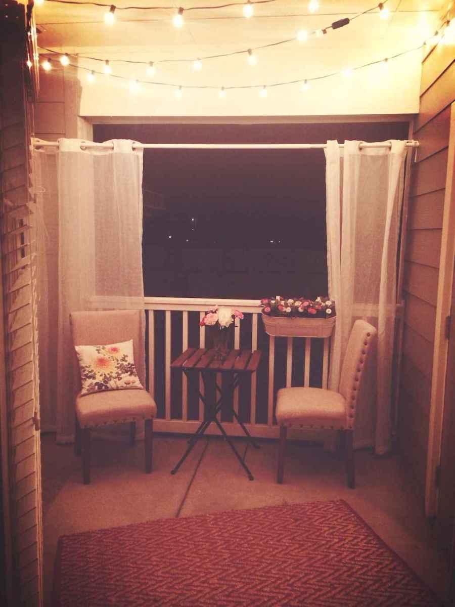 Cozy small apartment balcony decorating ideas (59)