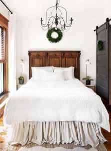 Farmhouse style master bedroom decoration ideas (51)