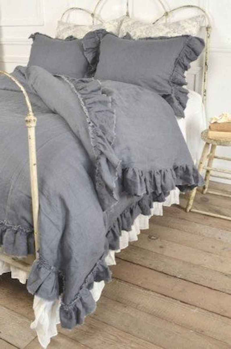 Adorable shabby chic bedroom decor ideas (37)