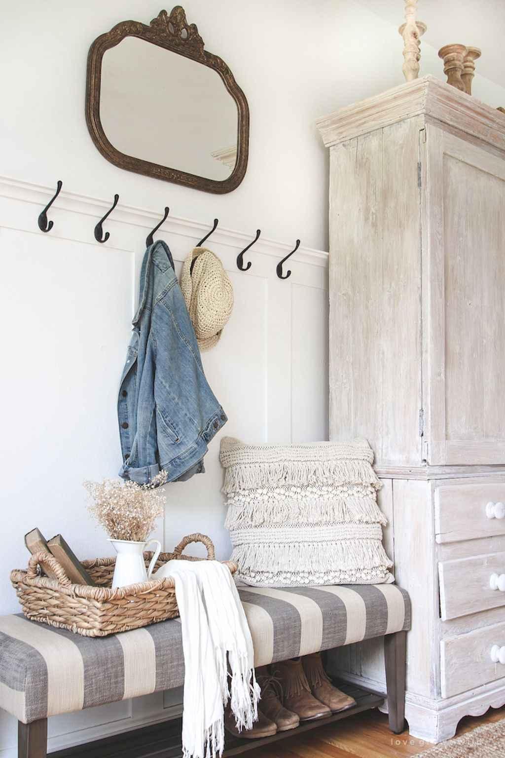 Catchy farmhouse rustic entryway decor ideas (37)