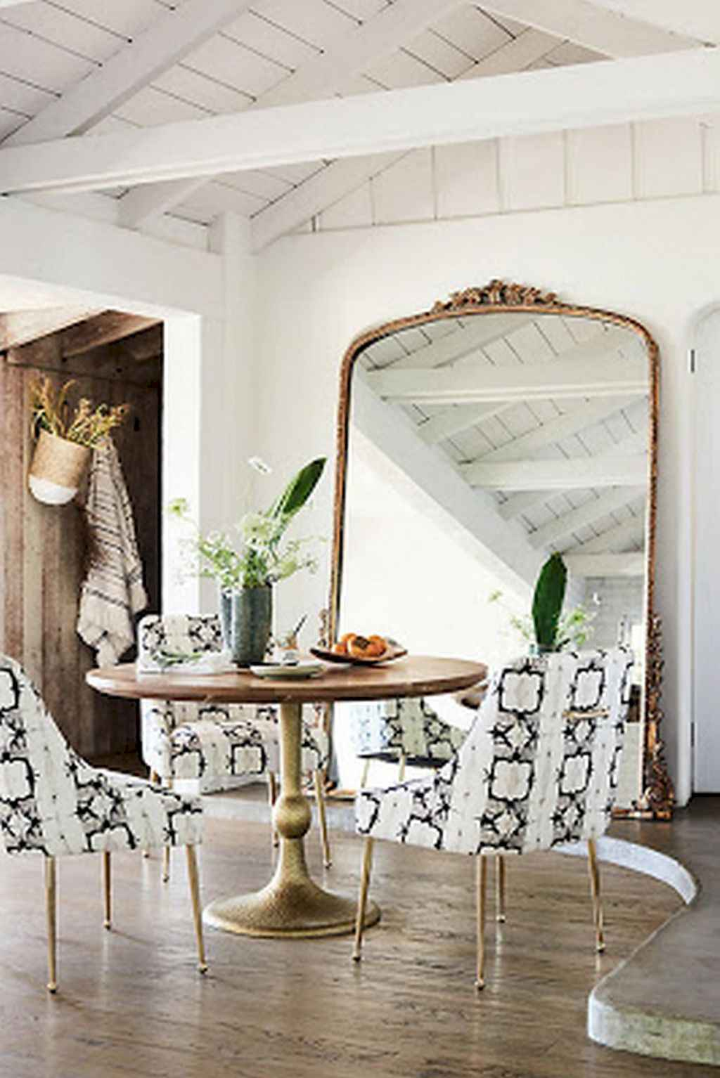 Clever small dining room ideas (43)