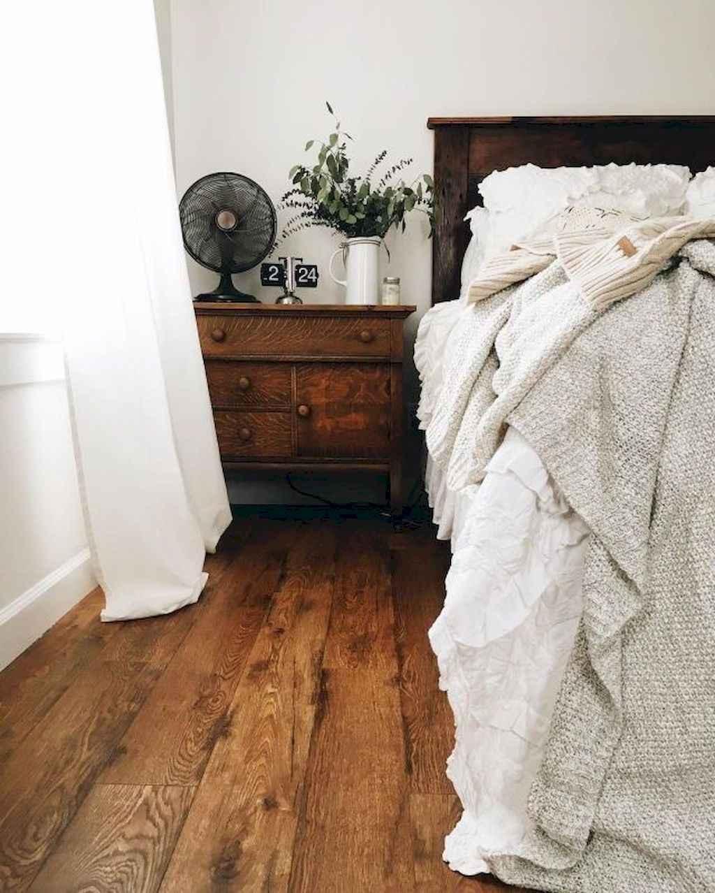 Gorgeous rustic master bedroom design & decor ideas (52)
