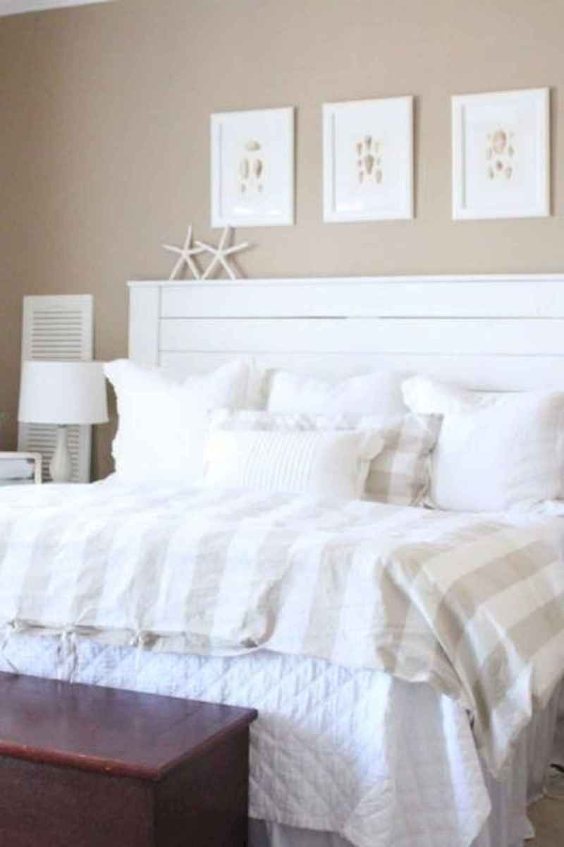 Perfect coastal beach bedroom decoration ideas (33)