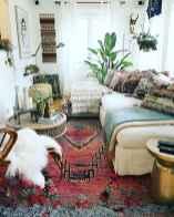 Warm and cozy bohemian master bedroom decor ideas (46)