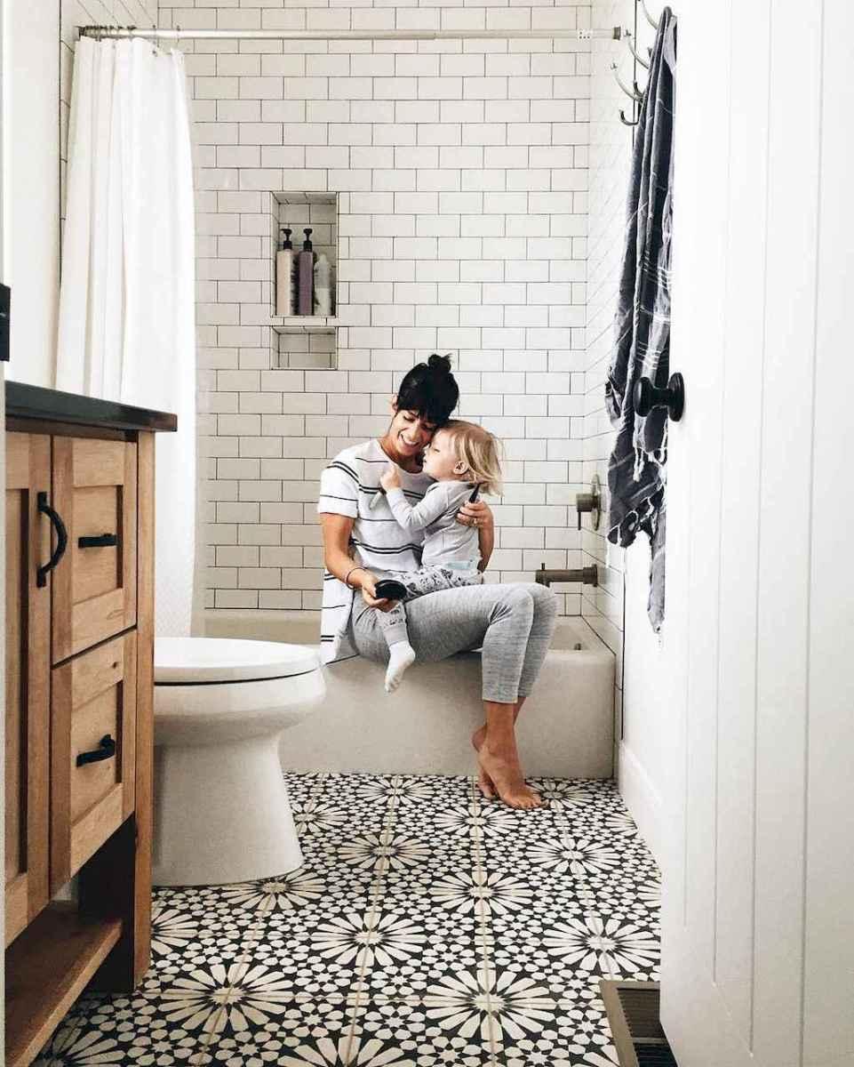 Beautiful bathroom tile remodel ideas (60)