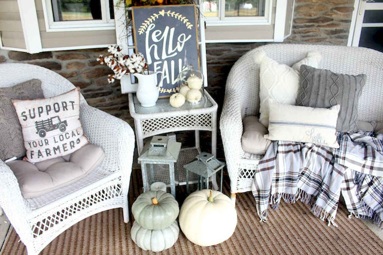 Vintage farmhouse porch ideas (10)