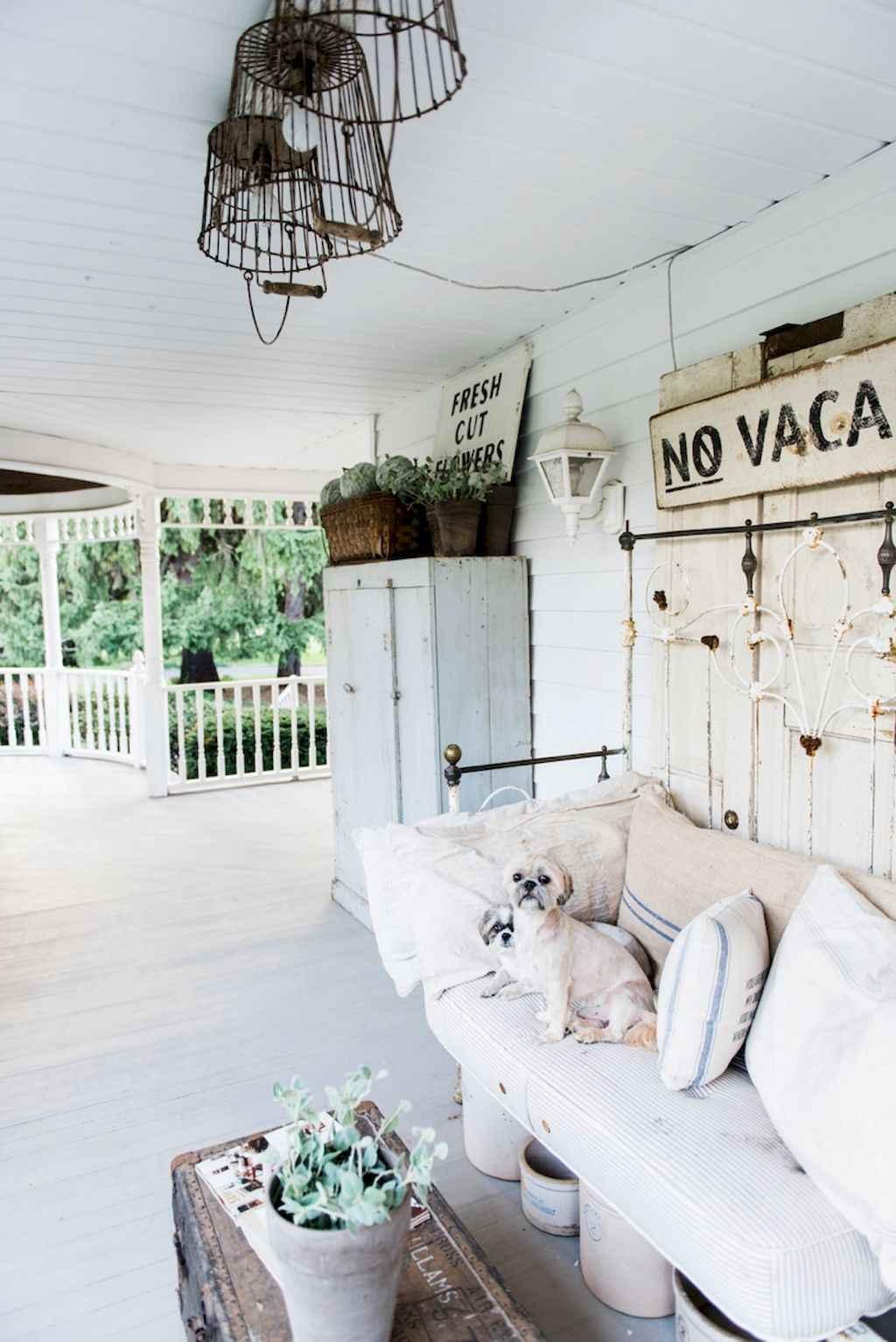Vintage farmhouse porch ideas (31)