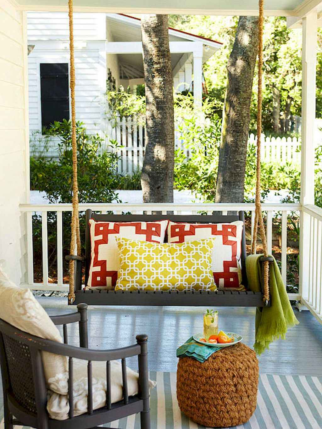 Vintage farmhouse porch ideas (35)