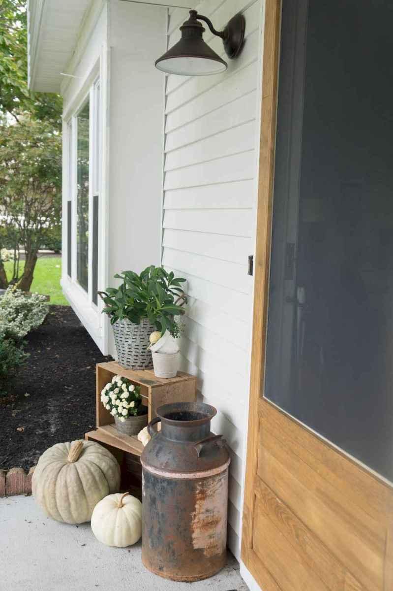 Vintage farmhouse porch ideas (39)