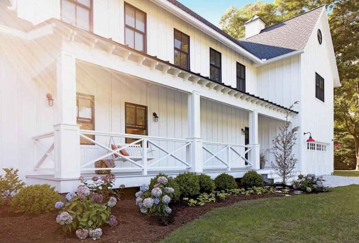 Vintage farmhouse porch ideas (41)