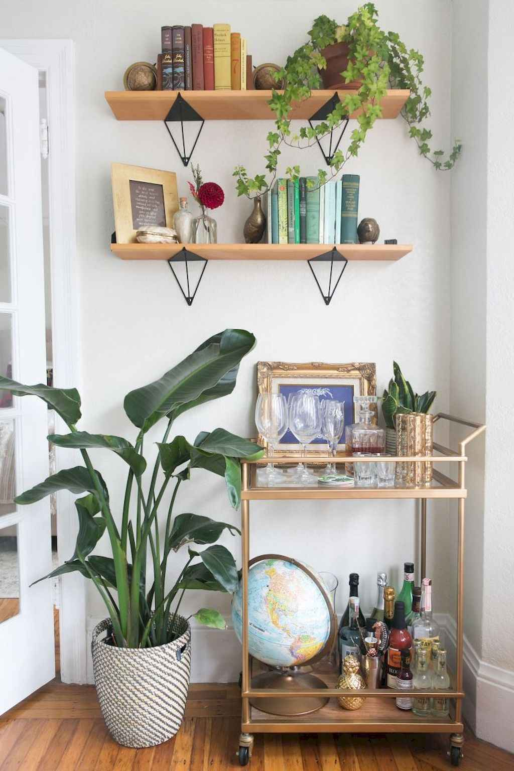 Amazing small first apartment decorating ideas (20)