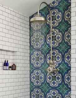 Amazing tiny house bathroom shower ideas (35)