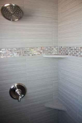 Amazing tiny house bathroom shower ideas (67)