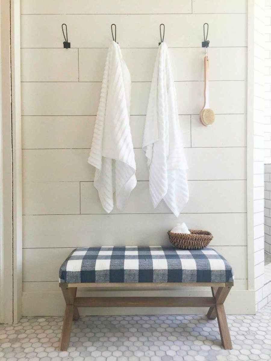 Rustic farmhouse master bathroom remodel ideas (22)