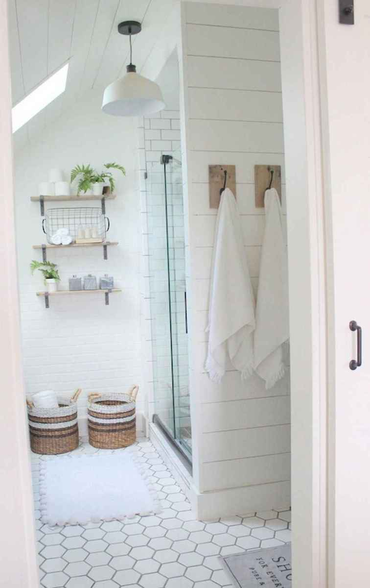 Rustic farmhouse master bathroom remodel ideas (26)