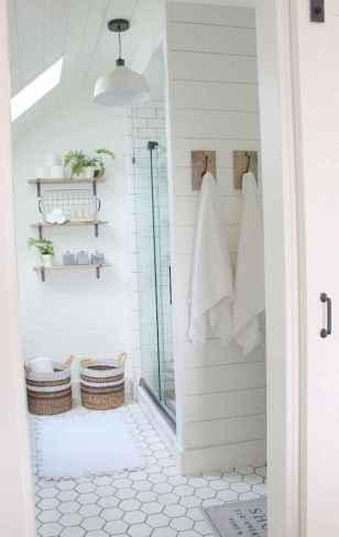 Rustic farmhouse master bathroom remodel ideas (52)