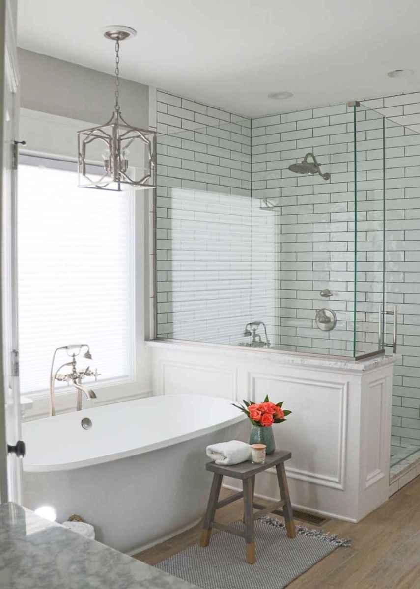 Rustic farmhouse master bathroom remodel ideas (61)