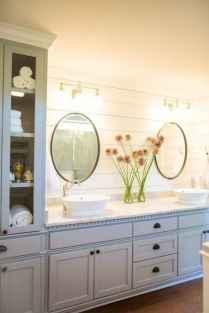 Rustic farmhouse master bathroom remodel ideas (7)